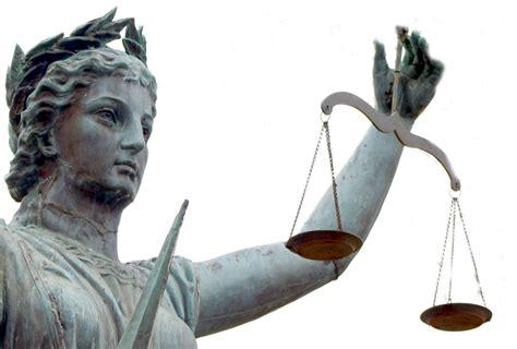 Maes Law kondigt kort geding in tegen Staat vanwege invoering coronapas